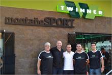 TWINNER - El jugador del Zaragoza, Paco Montañés, abre la tienda Twinner Montañés Sport