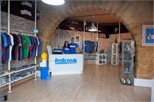 FRIKING - Friking, la conocida marca de camisetas ilustradas del sur de España, empieza a expandirse bajo la formula de la franquicia.